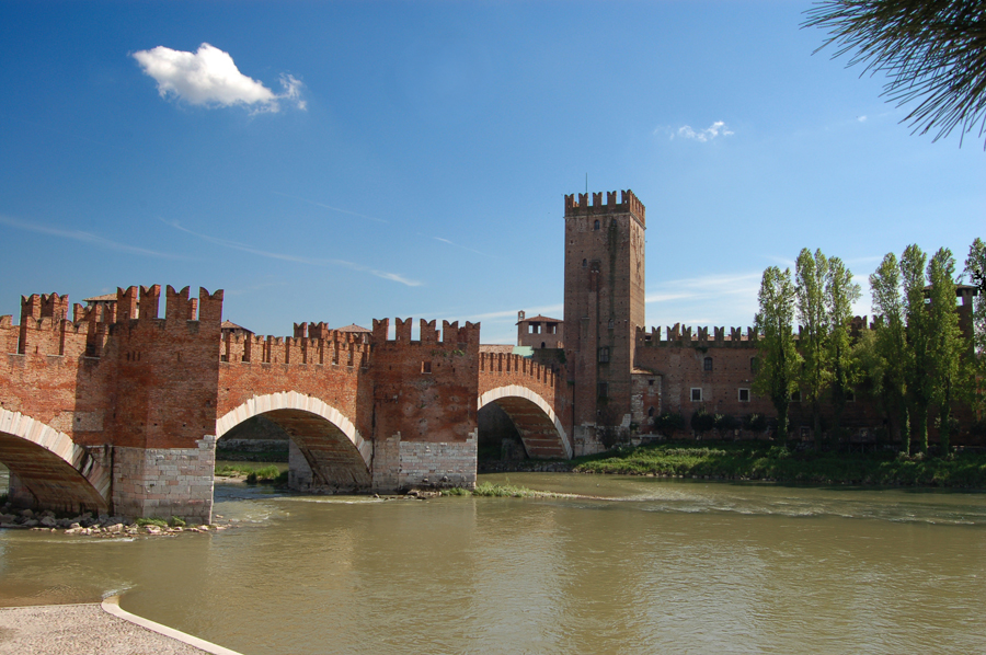 Ponte-scaligero-verona-your-italian-travel-guidel