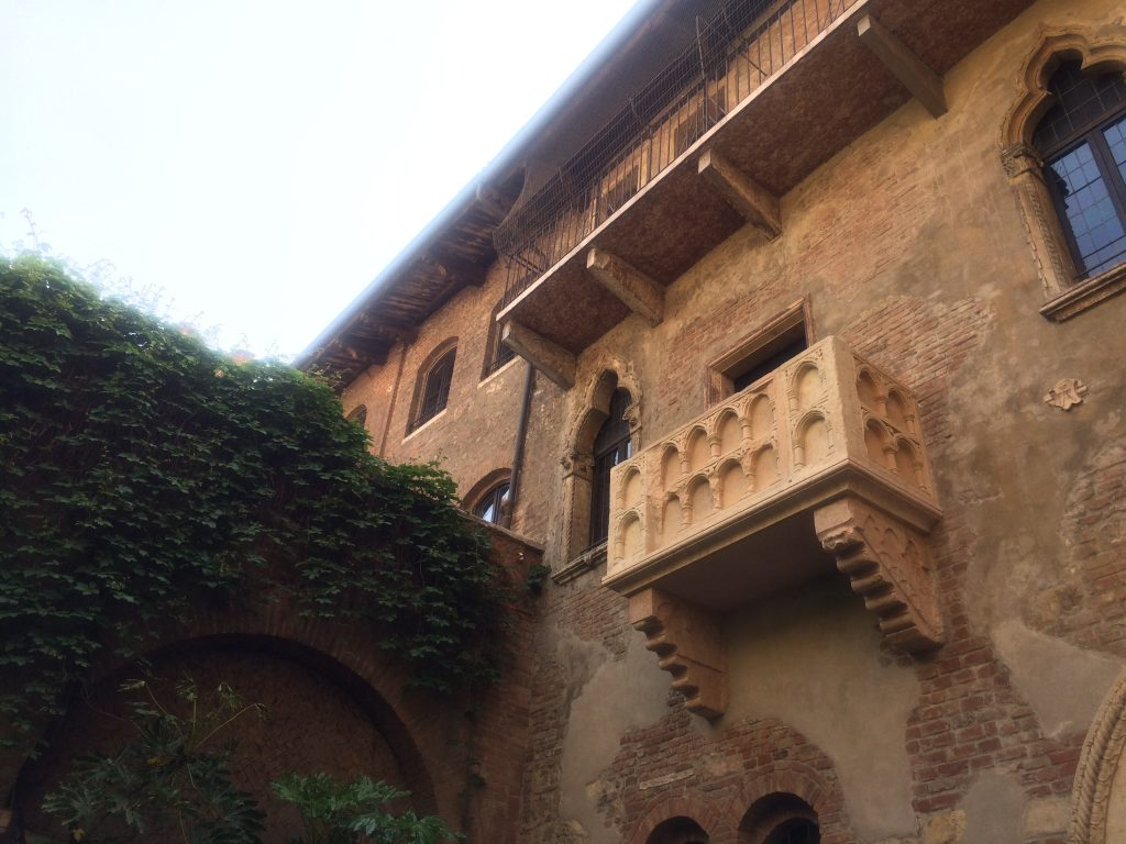 balkon-huis-juliet-verona-your-italian-travel-guide