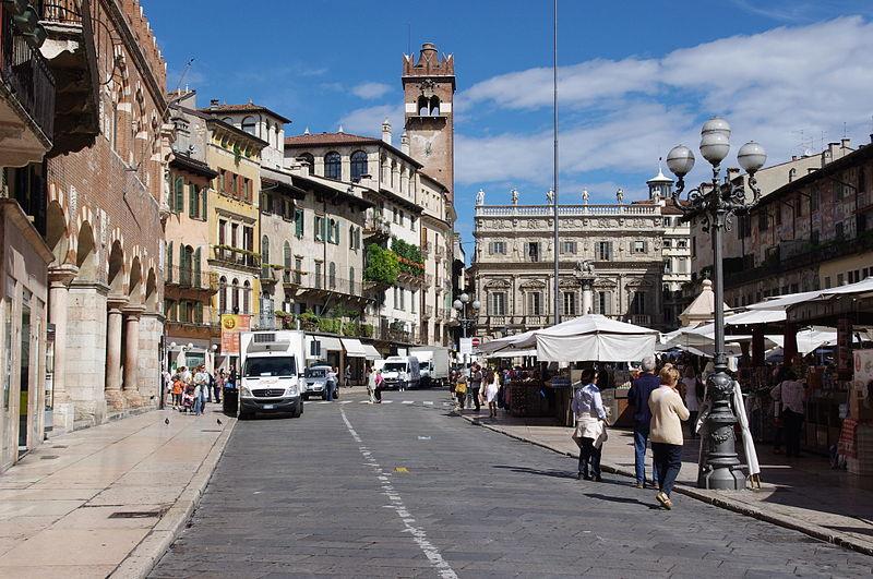 piazza-delle-erbe-verona-your-italian-travel-guide