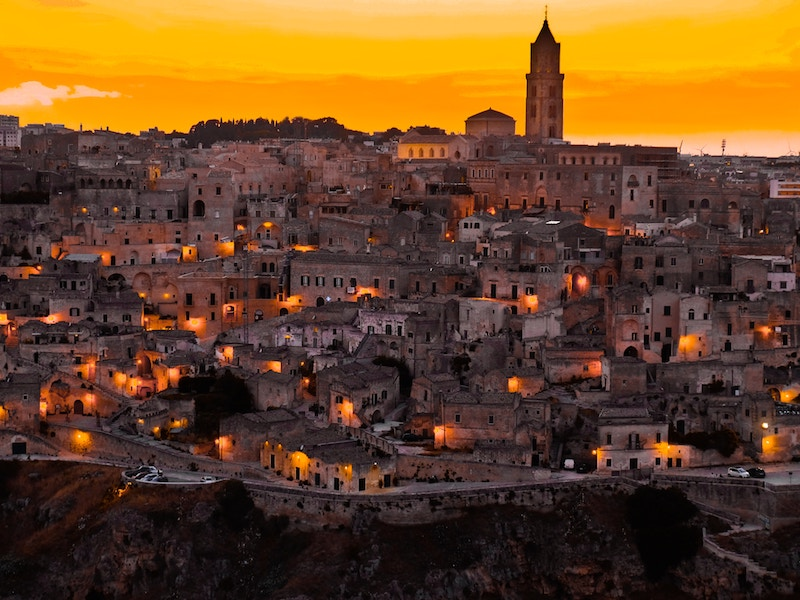 Matera-by-night-your-italian-travel-guide-daniele-levis-pelusi