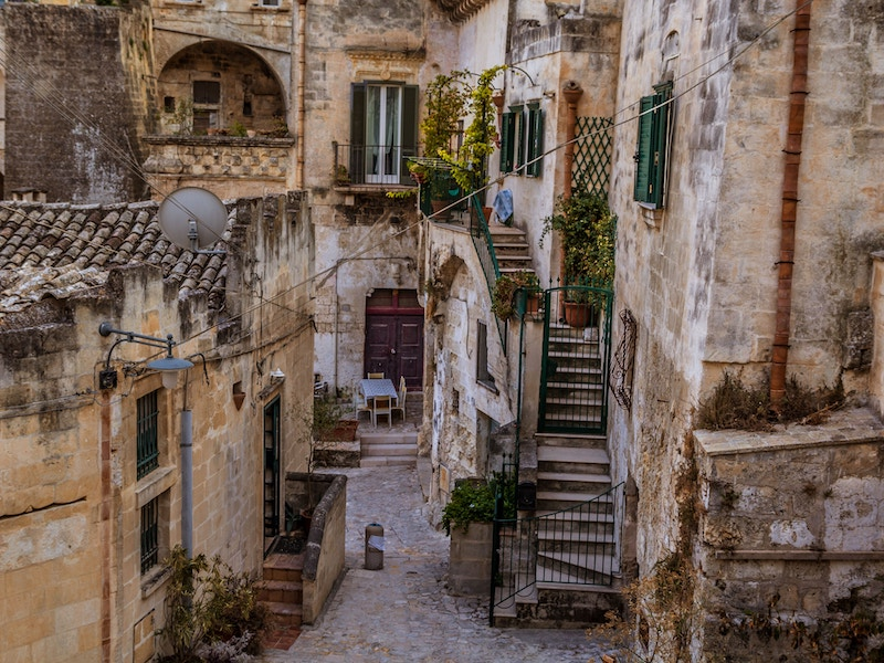 Matera-streets-your-italian-travel-guide-carlo-testa